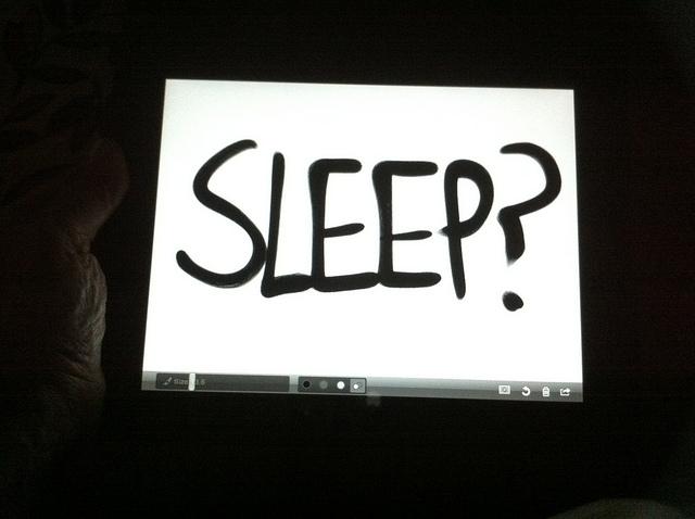 """""""SLEEP ?"""" écrit sur une tablette tactile."""