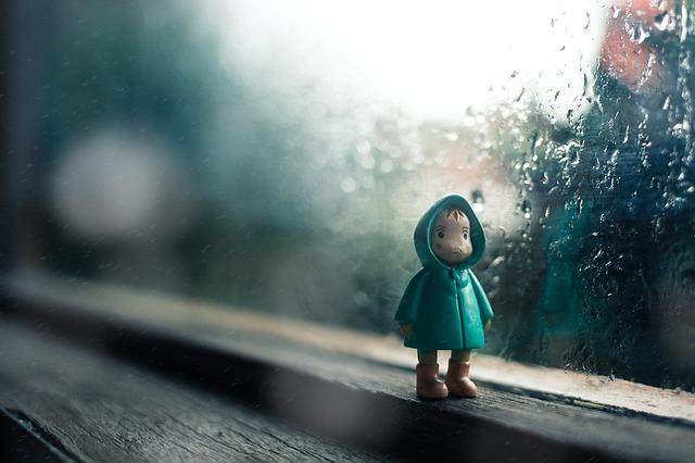 Jouet d'enfant à la fenêtre.